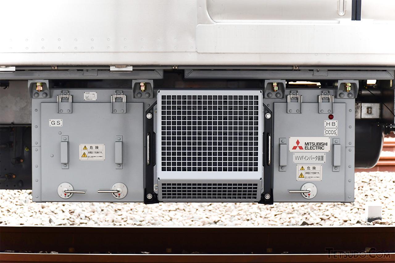 制御機器には、SiC素子を採用したVVVFインバータ制御装置を採用。同社では、1000形リニューアル車、70000形「GSE」に続く採用です