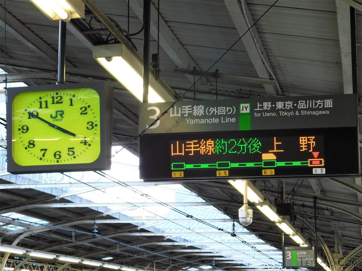 田端駅3番線の発車標。「上野」の行先とともに、列車到着までの時間が表示されました。発車時刻から「〇分後」の表示への切り換えは、11月から順次進められています