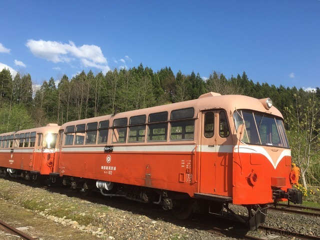 南部縦貫鉄道のキハ101・キハ102。1962年から1997年まで活躍しました。青い森さんの鉄道コム投稿写真から