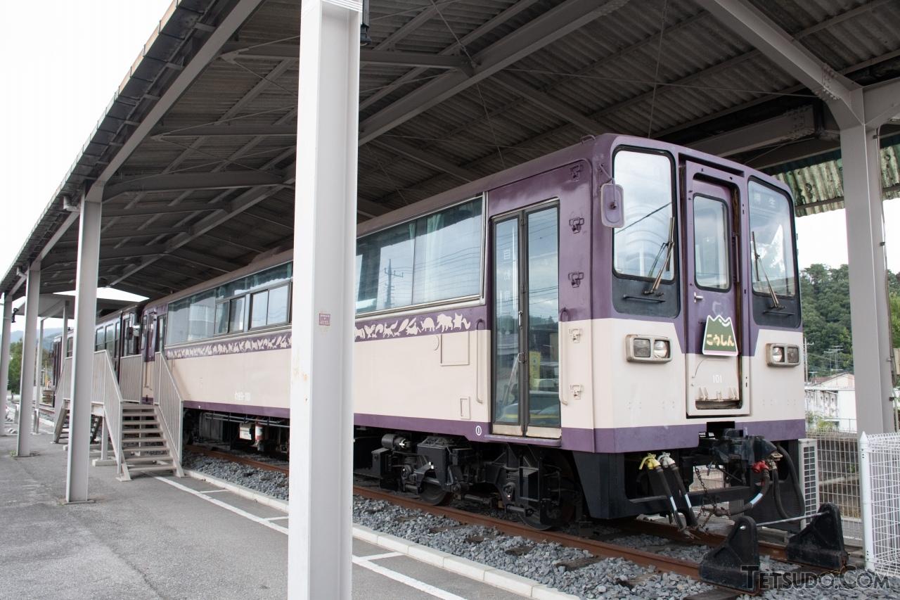 ハイモ180-100形などより車体が大型化した、わたらせ渓谷鐵道のわ89-100形。アケチ1形の同型車です。同型の車両は、いすみ鉄道や真岡鐵道などでも導入されました