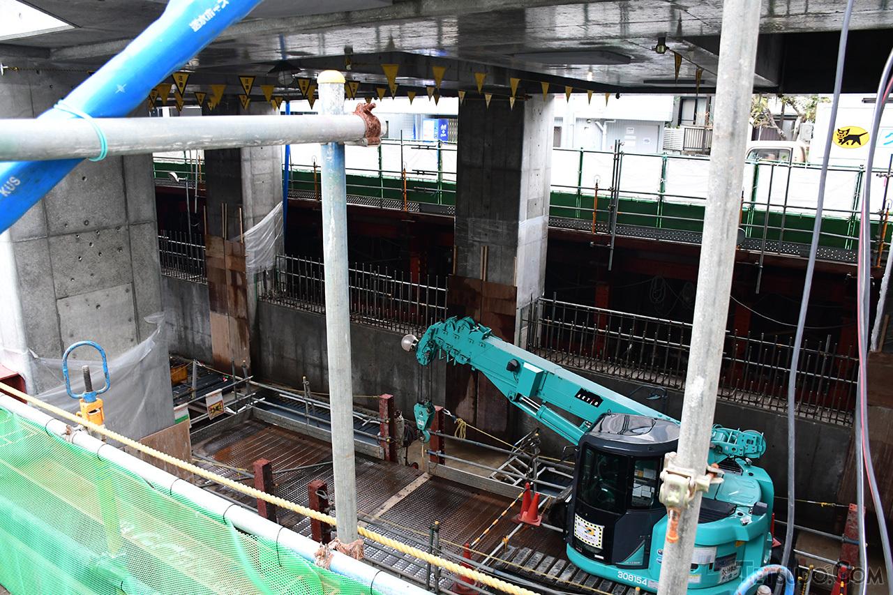 もともとあった東横線の高架橋脚を付け替え、新横浜線のスペースを捻出しています