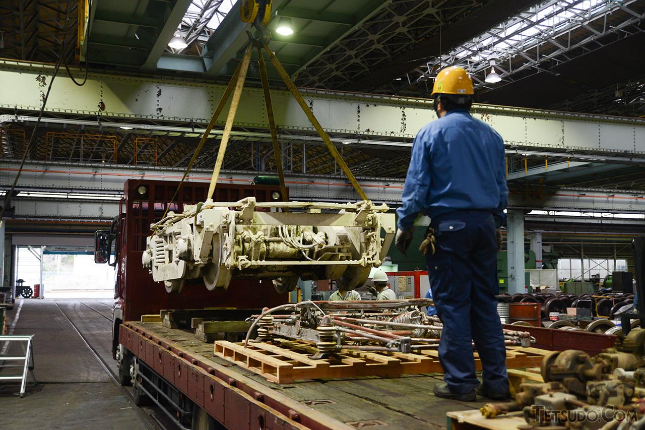台車などの一部部品は、京急ファインテック久里浜事業所(当時)に移送。こちらで修復作業が進められました