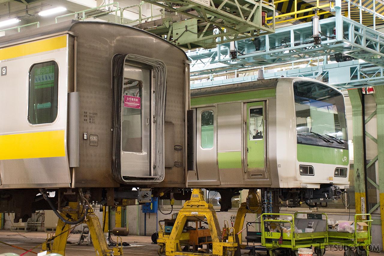 東京総合車両センターで中央・総武線仕様に改造中のE231系500番台