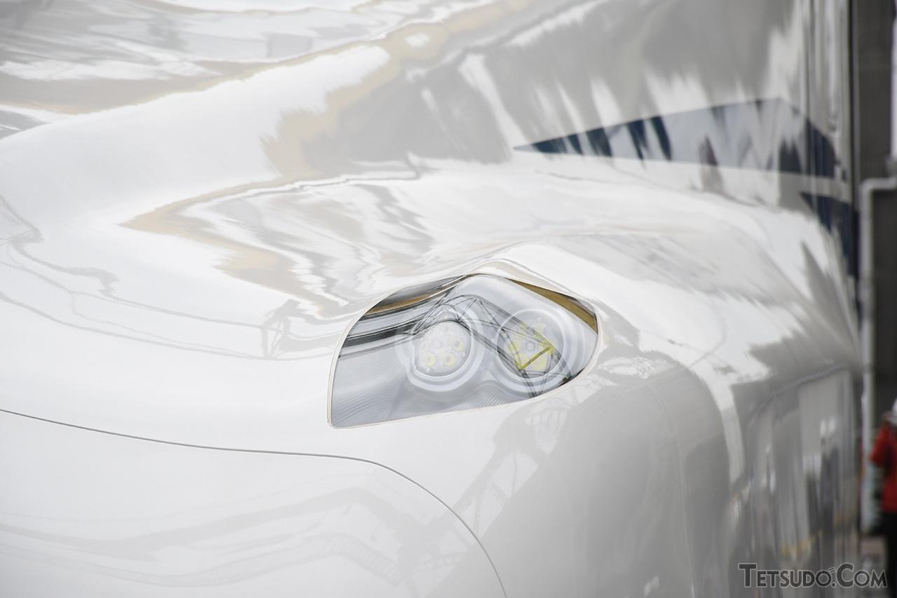 N700Sでは、省電力化が図られたLEDライトが採用されています