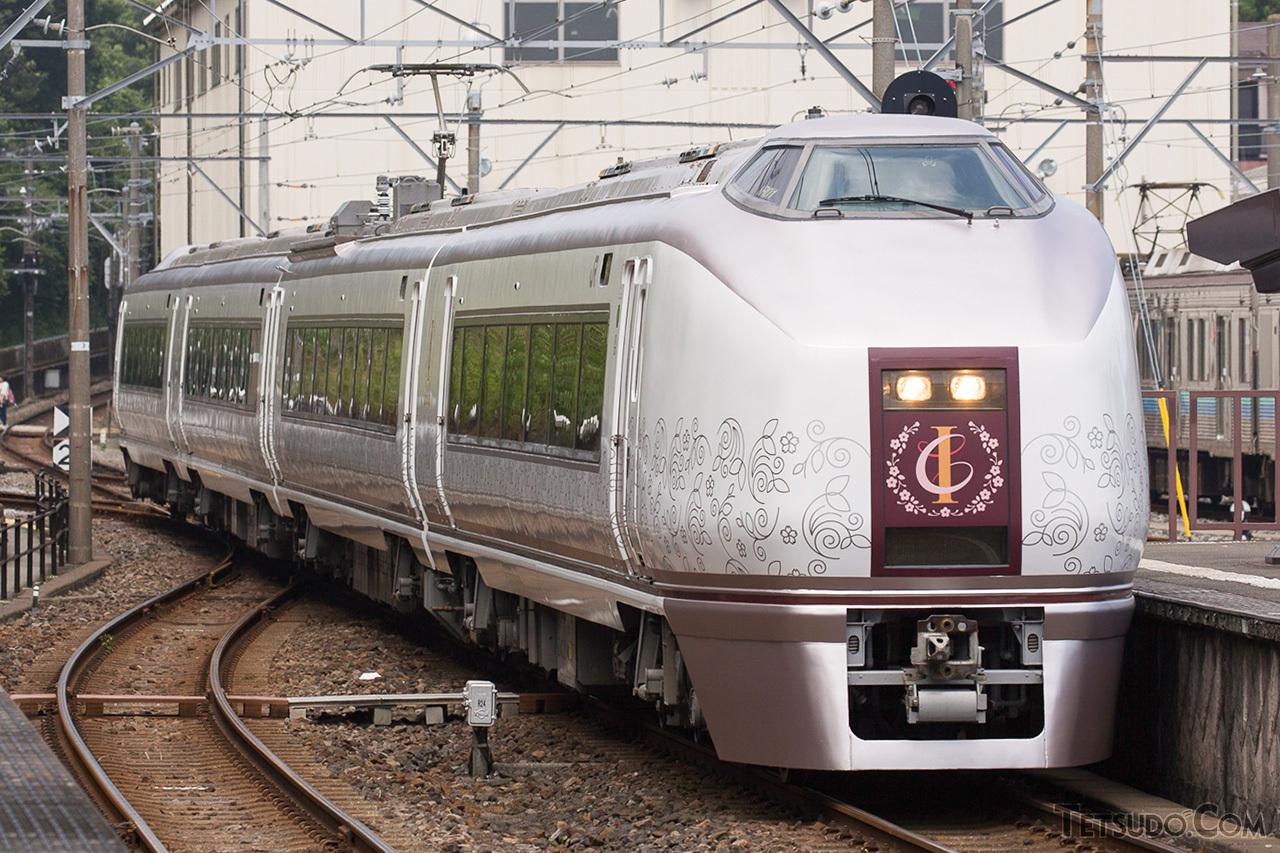 2016年に登場した「伊豆クレイル」。小田原~伊豆急下田間で運転されています