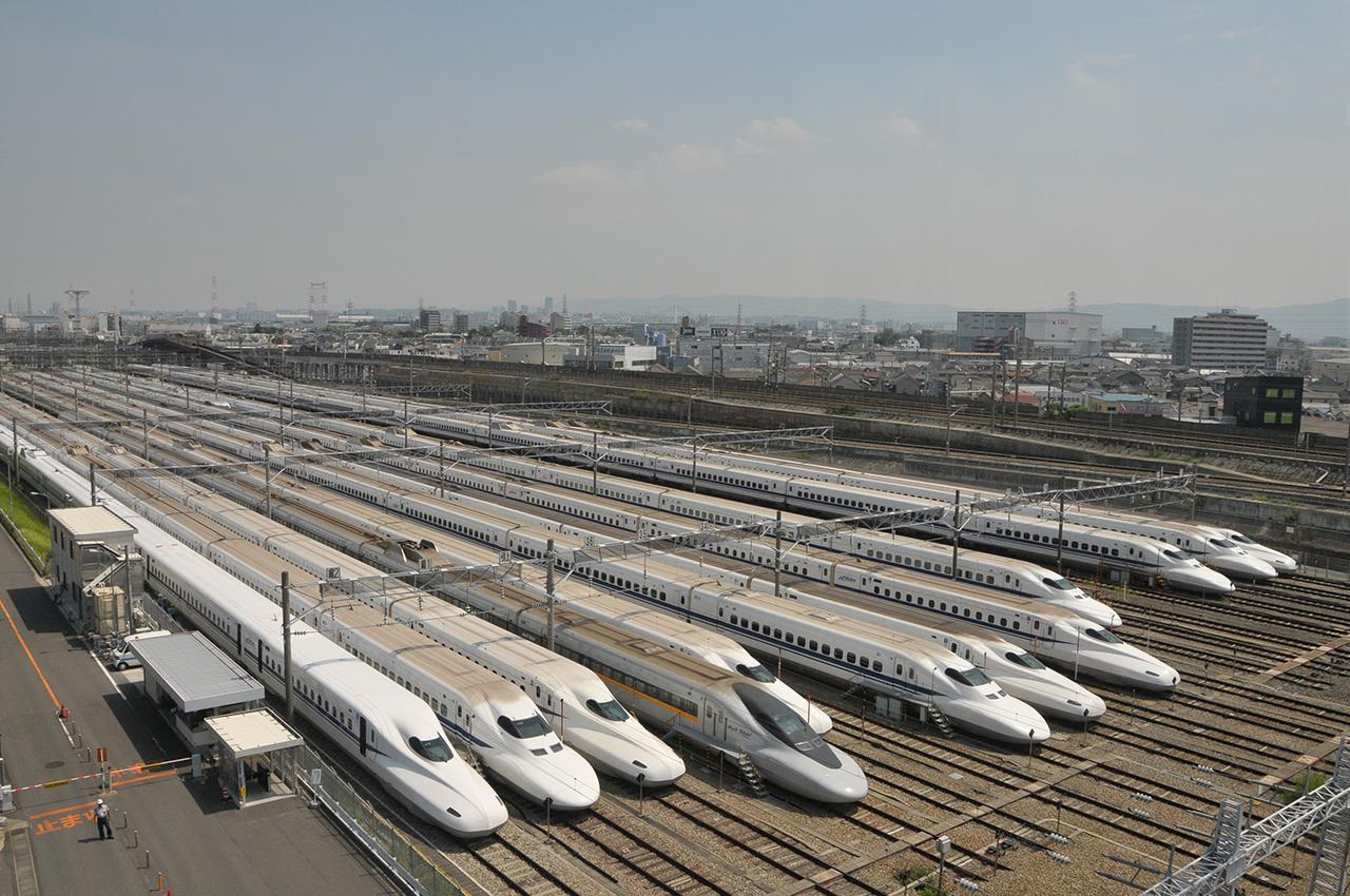 大阪の鳥飼車両基地は、東海道・山陽新幹線のさまざまな車両が見られた(2013年撮影、PhotoLibraly)
