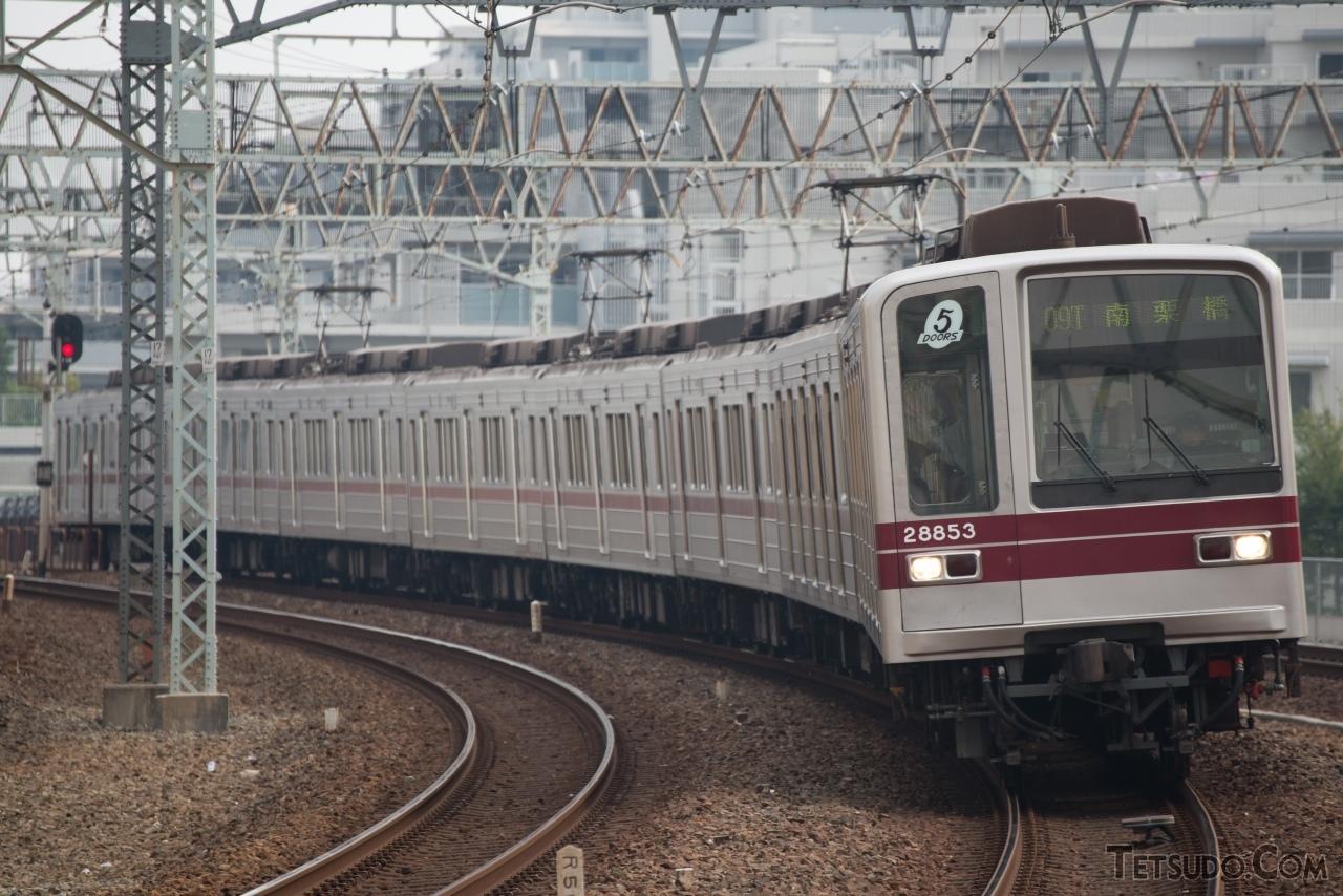 東武鉄道が日比谷線直通用として製造した、5ドア車両の20050型
