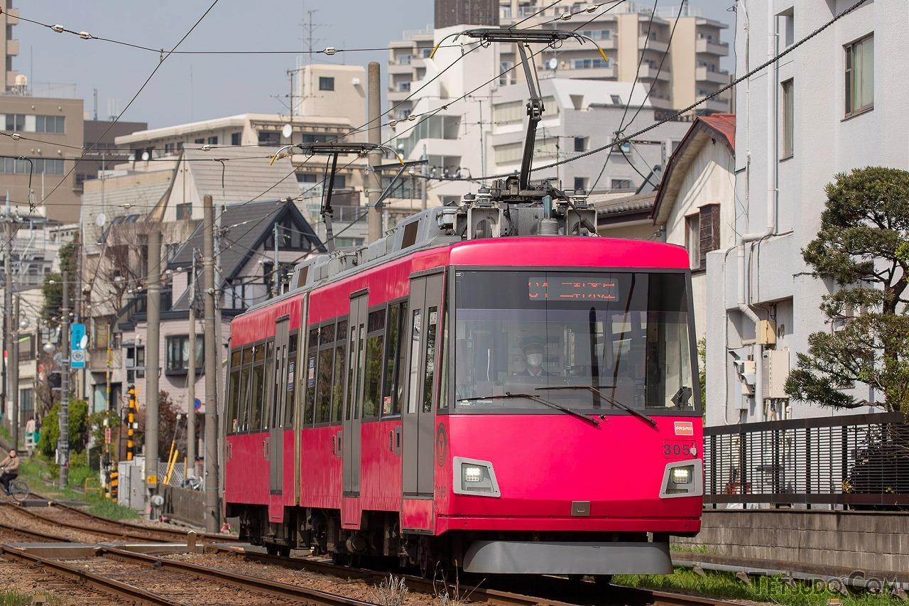 路面電車スタイルの車両が専用軌道を走る東急世田谷線も、LRTとして扱われることがあります