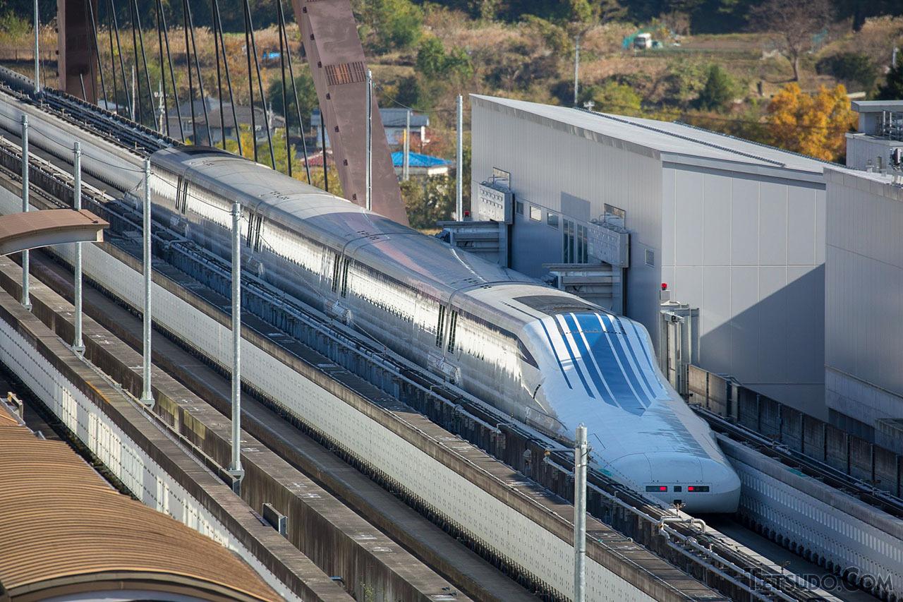 時速500キロ超での運転が可能な超電導リニア。建設中のリニア中央新幹線に技術が活かされます