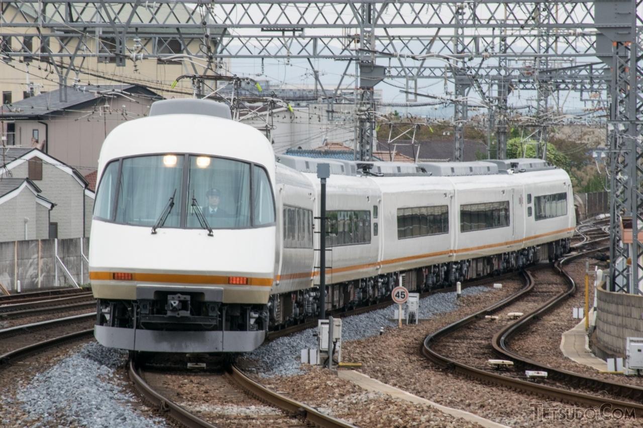 私鉄最速は近鉄の「名阪甲特急」。写真の21000系「アーバンライナーplus」のほか、3月からは新型車両「ひのとり」も使用されています