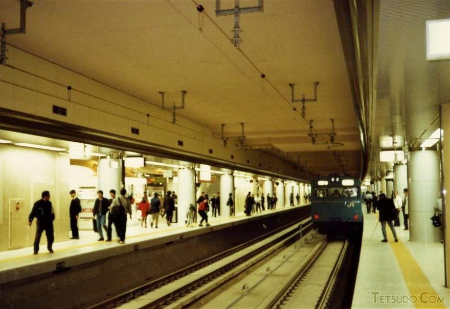 京葉線東京駅ホーム。地下ホームで見る103系は新鮮でした