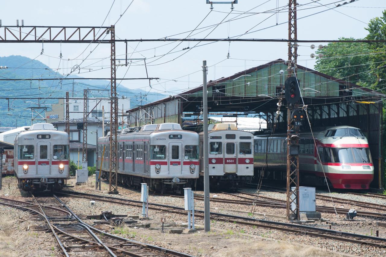 長野電鉄の車両たち。同社の現役車両は、すべて譲渡車両となっています