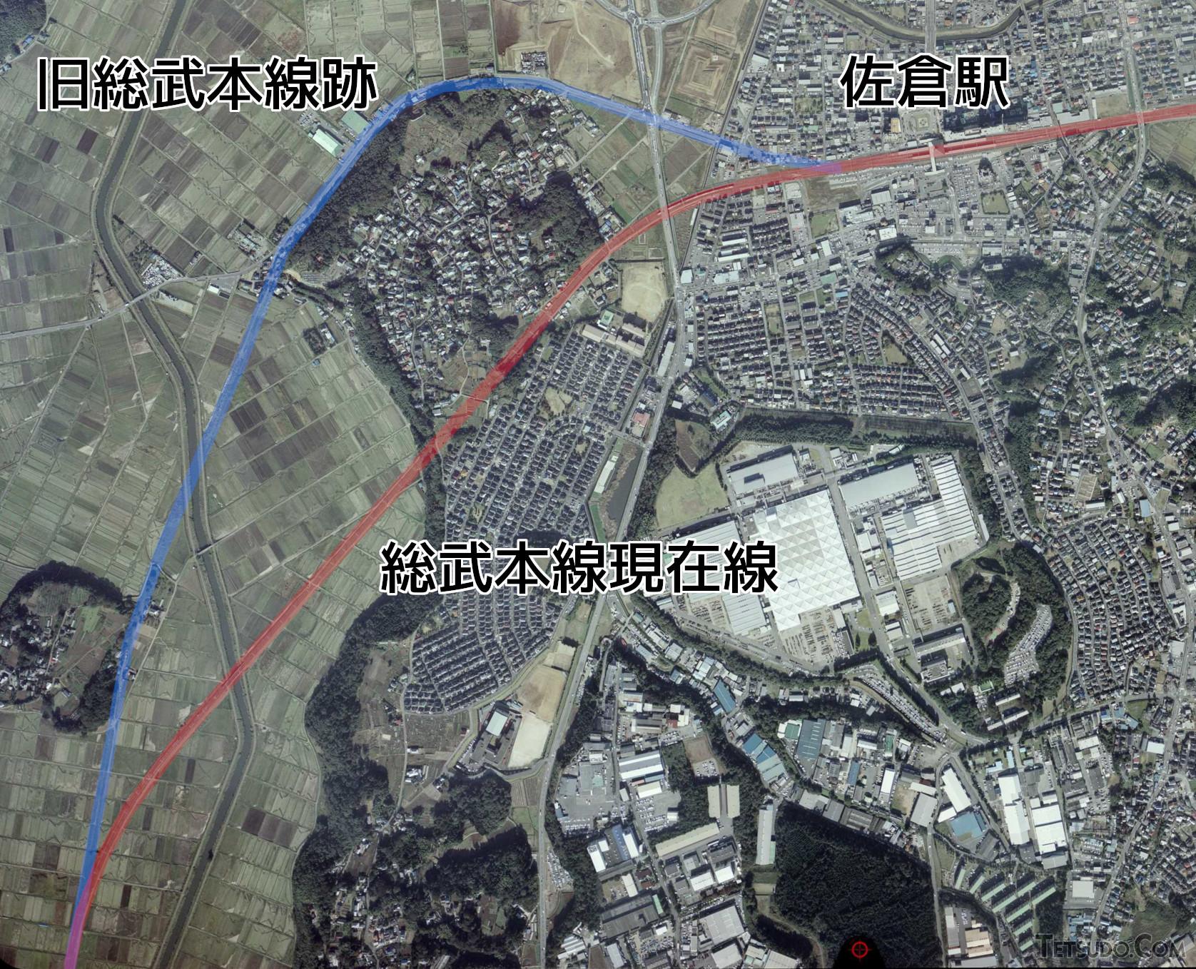 総武本線の物井~佐倉間。赤が現在線、青が旧線跡です(国土地理院の空中写真(2006年撮影)に加筆)
