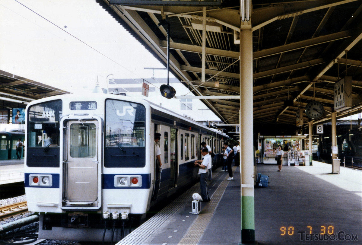 上野駅停車中の常磐線415系。JR東日本の415系は2017年11月には全車両が廃車され、形式消滅となりました。1500番台は、JR九州ではなお現役です