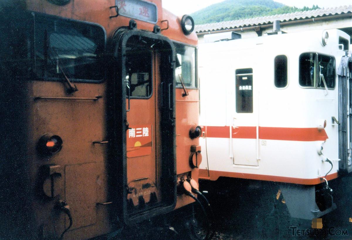 気仙沼駅で発車を待つ快速「南三陸」。気仙沼~仙台間を約2時間で結んでいました