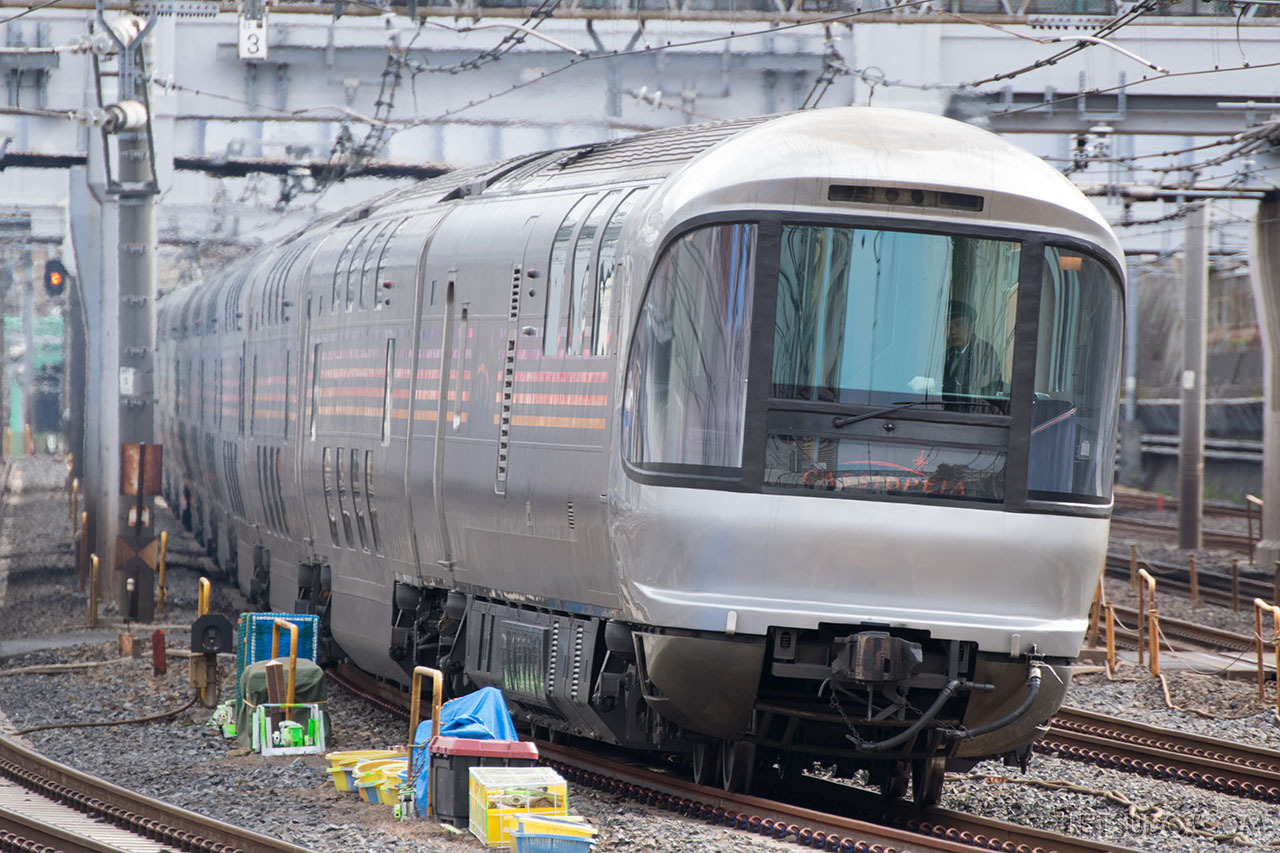 客車を先頭とし、機関車が後ろから押して走る「カシオペア」