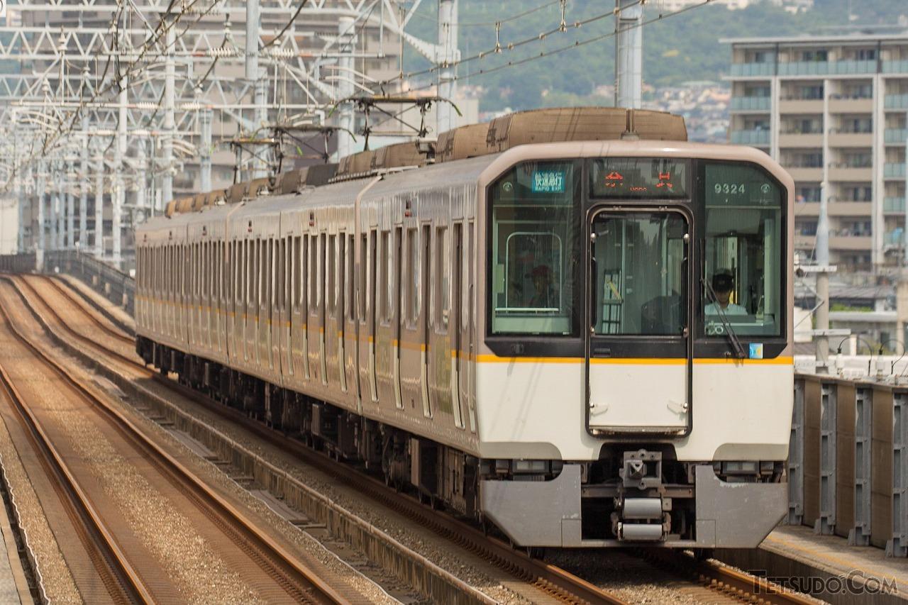 シリーズ21の1つ、9820系。3220系以外のシリーズ21各形式は、前面デザインはこの車両と共通です