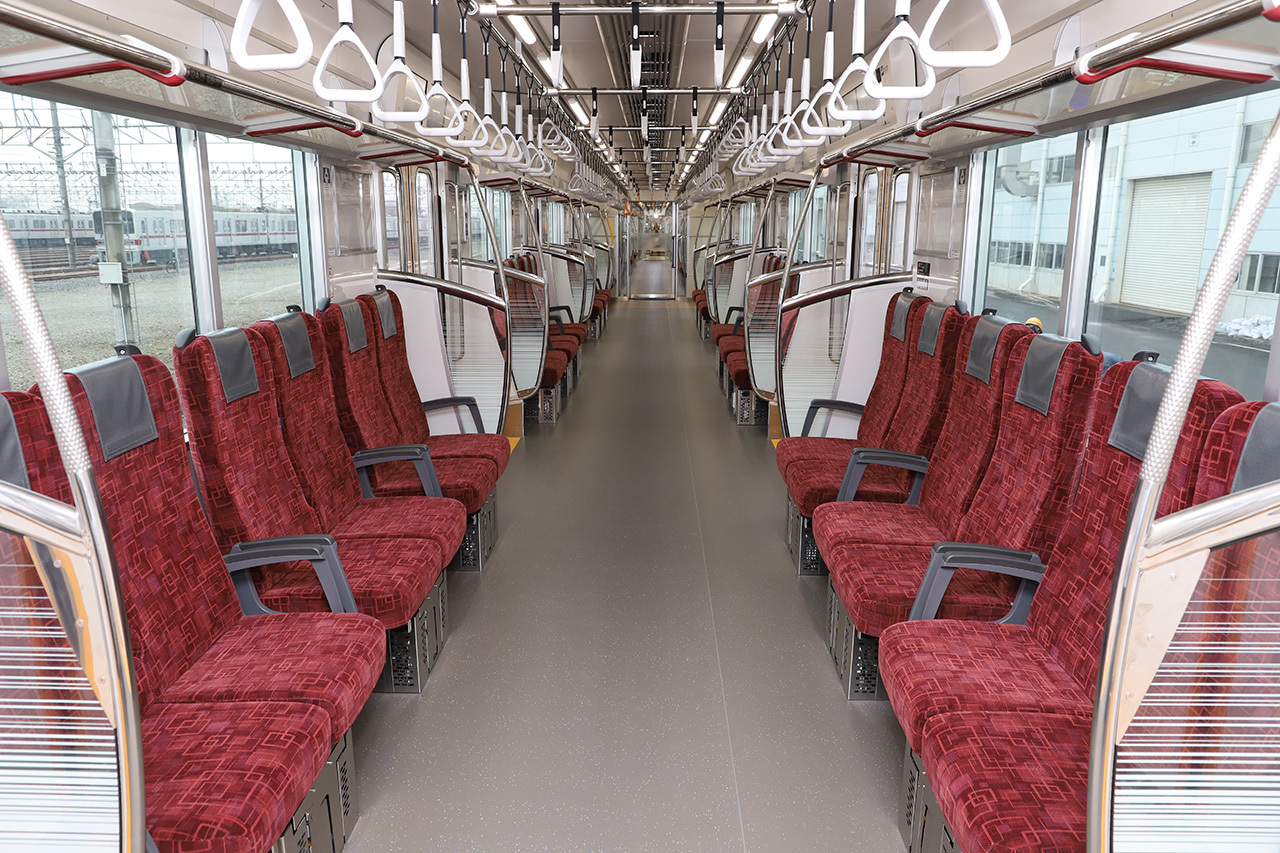 こちらはロングシート状態(画像提供:東武鉄道)