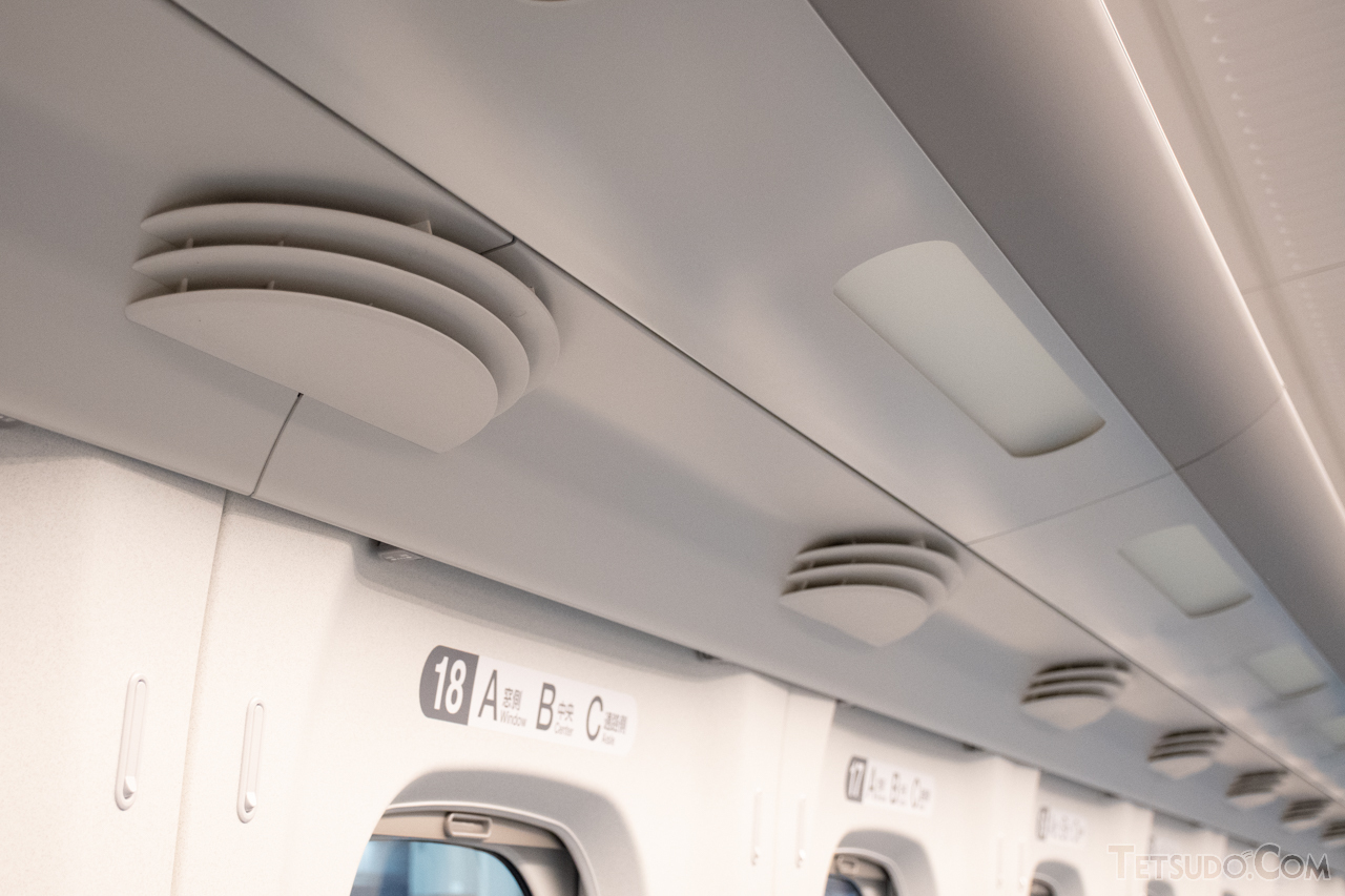 【N700系】700系やこれを基に開発されたN700系、800系では、空調吹出口は窓間に設置されています