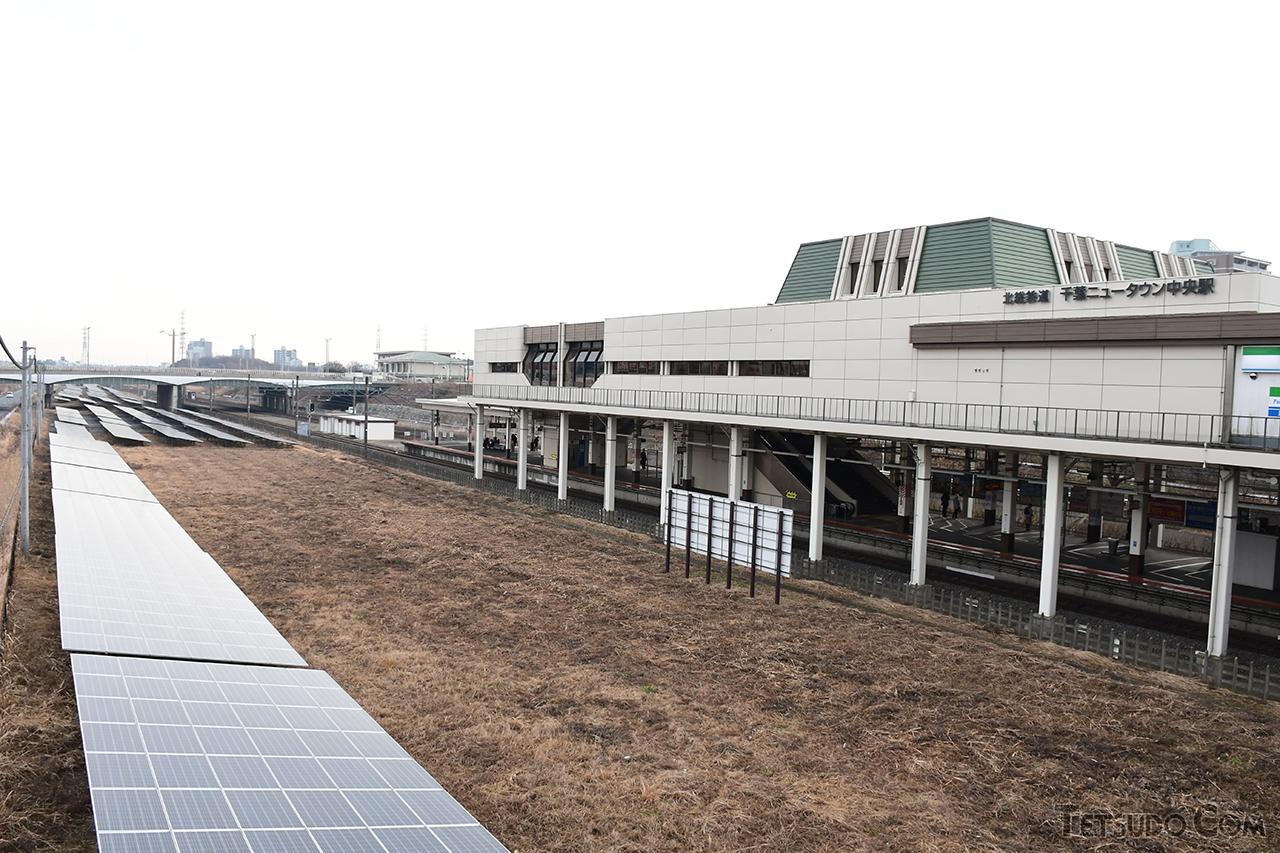 北総線の千葉ニュータウン中央駅(奥)の手前に、成田新幹線の駅が設けられる予定でした