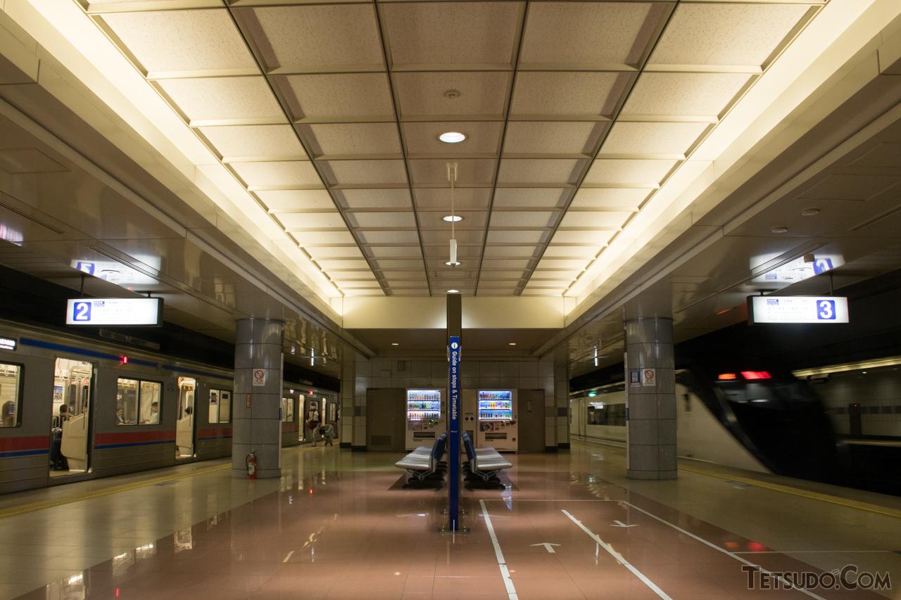 成田新幹線用の施設を転用した、京成電鉄の成田空港駅ホーム