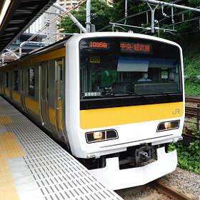 カーブから直線へ~進化した飯田橋駅ホーム