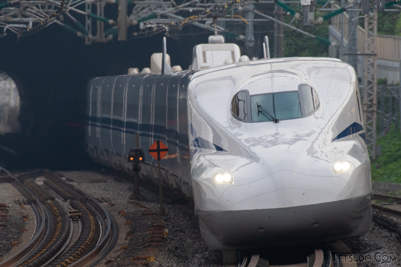 1年の平均遅延時間が0.2分と、高い定時性を誇る東海道新幹線