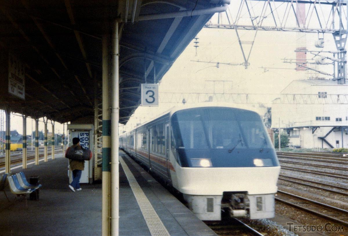 八代駅入線中の783系。列車は「ハイパー有明」7号(門司港6時40分発~西鹿児島12時12分着)