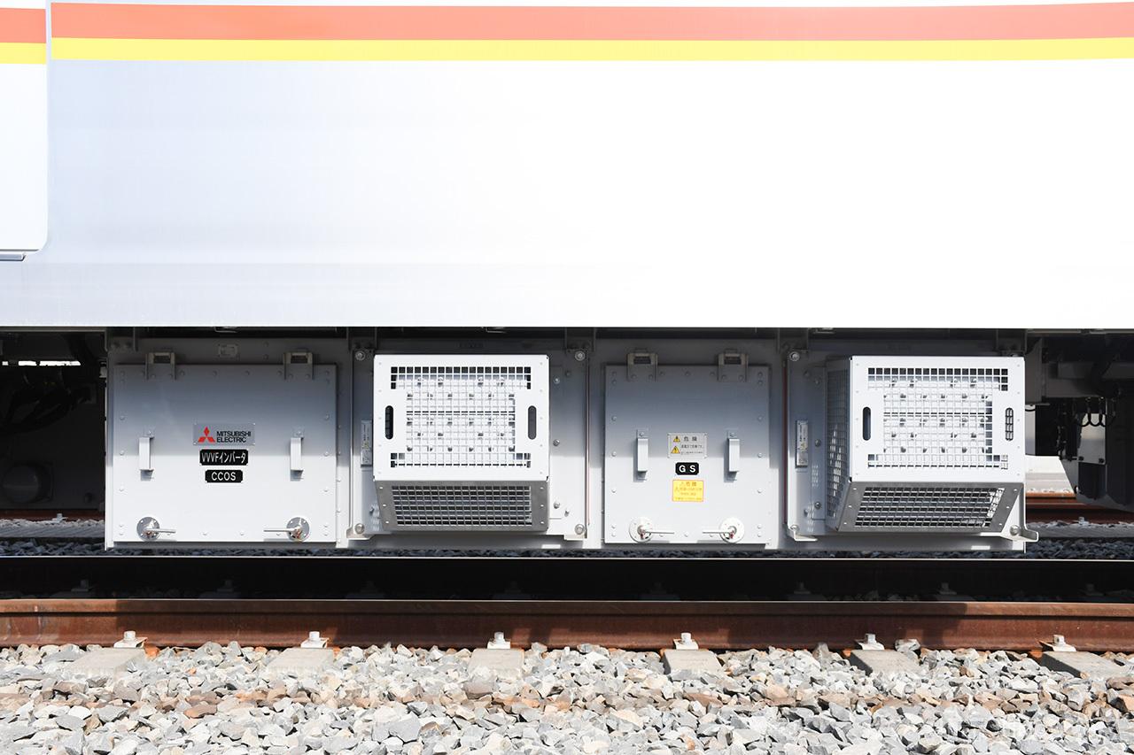17000系のVVVFインバータ制御装置。フルSiC素子を採用しており、10000系よりも省エネ化を図っています