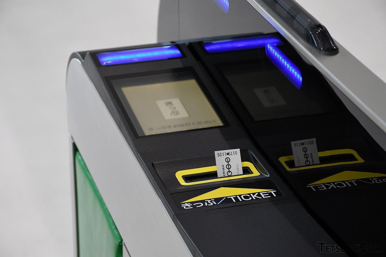 紙のきっぷに対応する自動改札機は、きっぷを送るベルト機構など、機械的な可動部が多数存在し、多大なコストを必要とします(イメージ)
