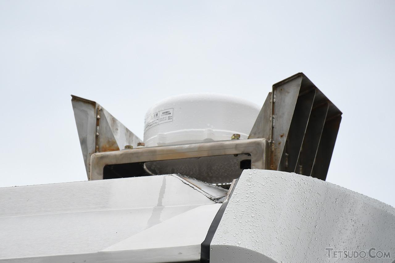 津軽線用装備である衛星電話アンテナ