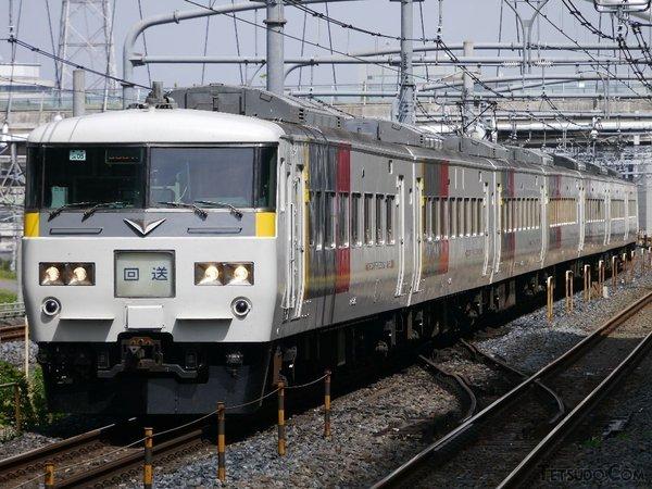 「エクスプレス塗装」となった185系(南富良野さんの鉄道コム投稿写真)
