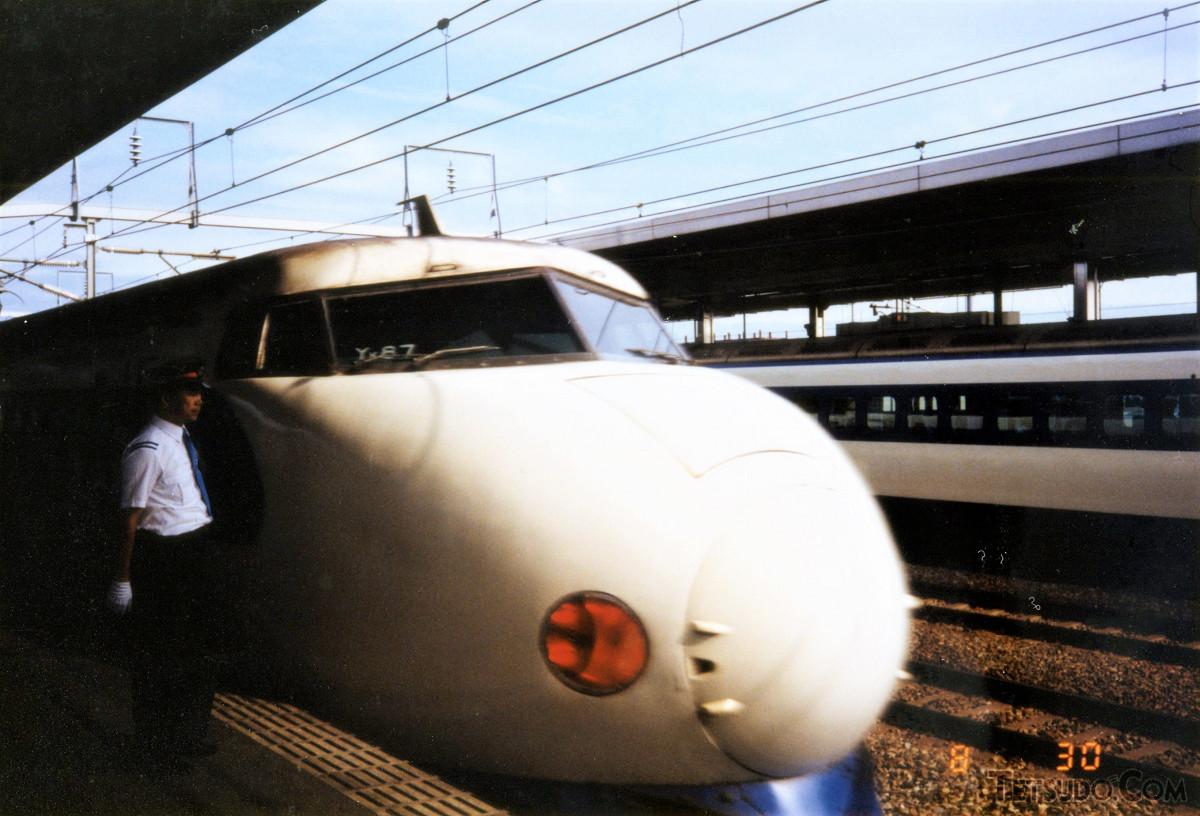 岐阜羽島駅に停車中の0系。臨時「こだま」469号での運用でした