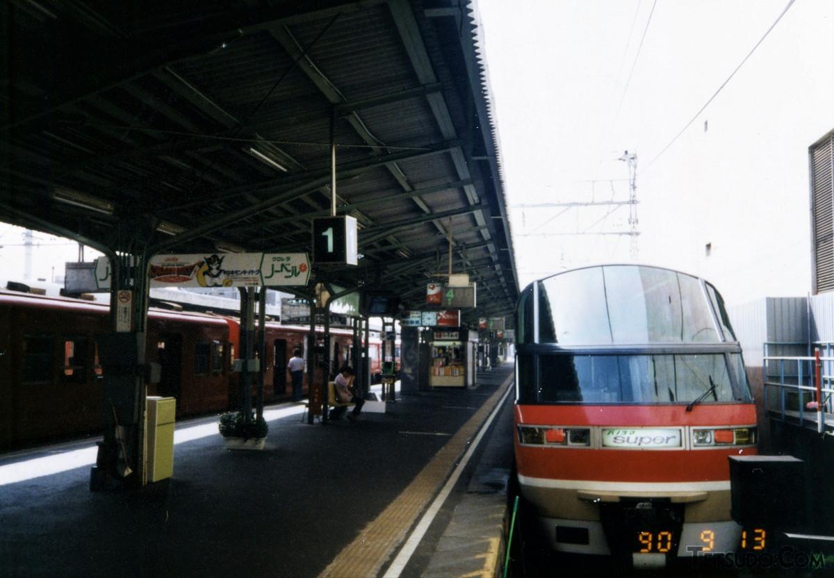 名鉄1000系。一般席車連結の編成で新岐阜駅(当時)に着いた際に撮った一枚です