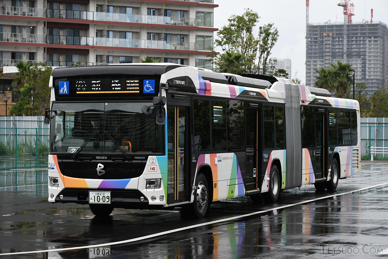 国産初の連節バスである「エルガデュオ」