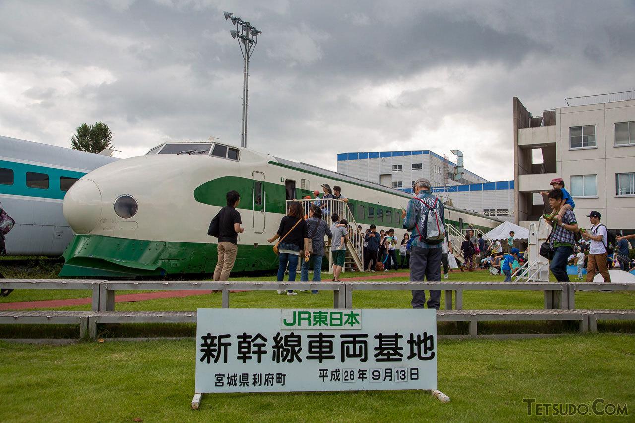 新幹線総合車両センターのイベントでは、屋外で保存されている車両も公開されます。写真は961形。東北・上越新幹線の初代車両200系の基になった試作車両です。(2014年9月13日)