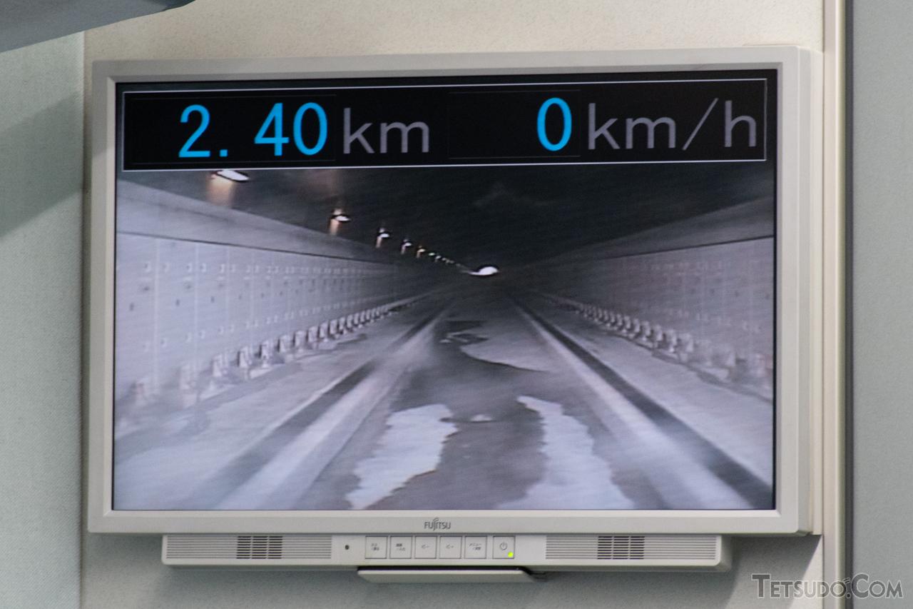 従来型車両のカメラが撮影した前方の映像。カメラの設置位置が低く、路面すれすれとなっています