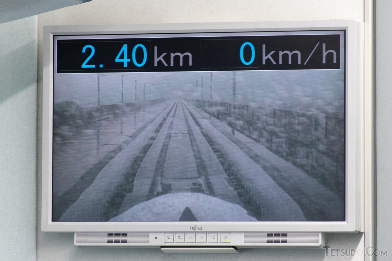 改良型車両のカメラによる映像。従来型よりも目線が上がり、前方視認性が向上しています