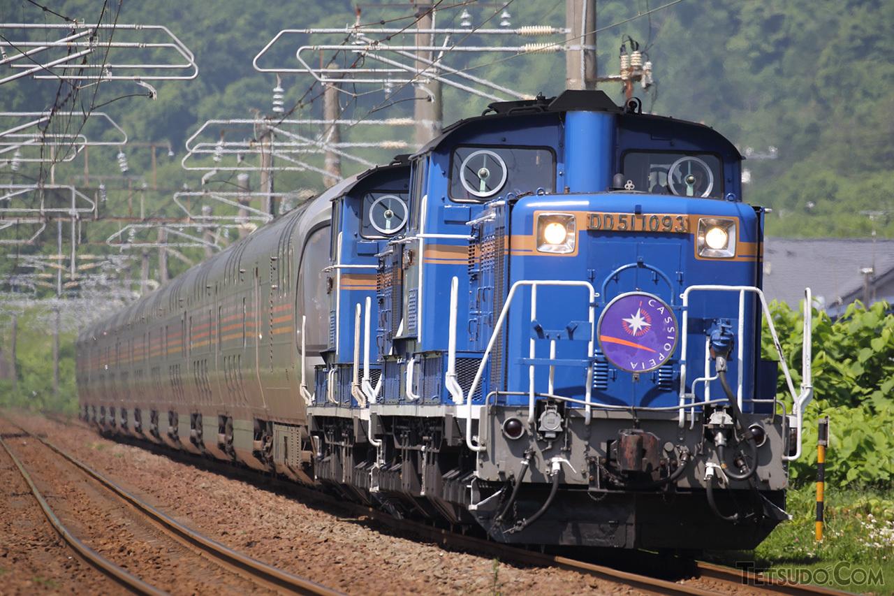 「カシオペア」や「北斗星」「トワイライトエクスプレス」の北海道区間では、DD51形が重連でけん引していました