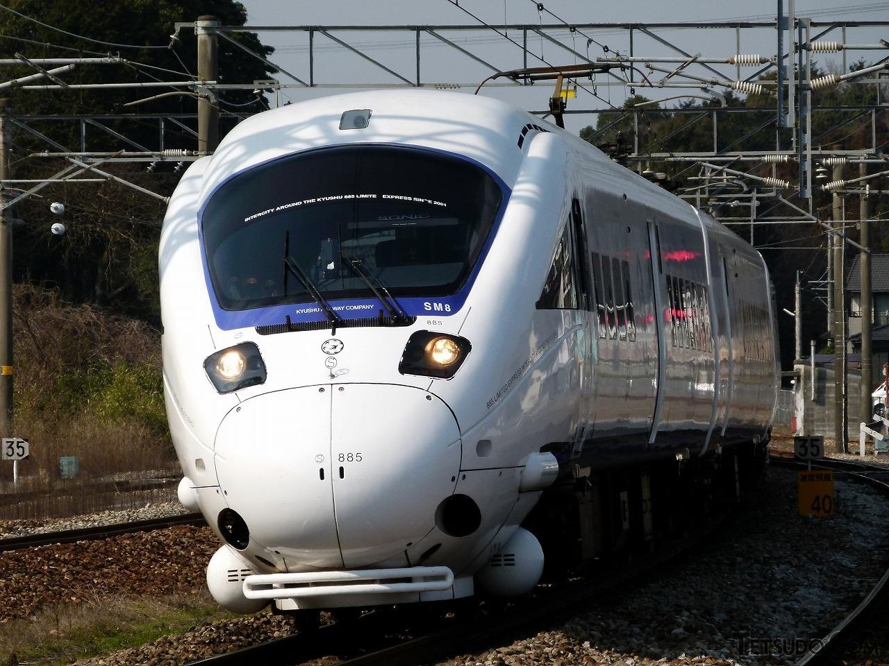 長崎本線などを走る特急「かもめ」