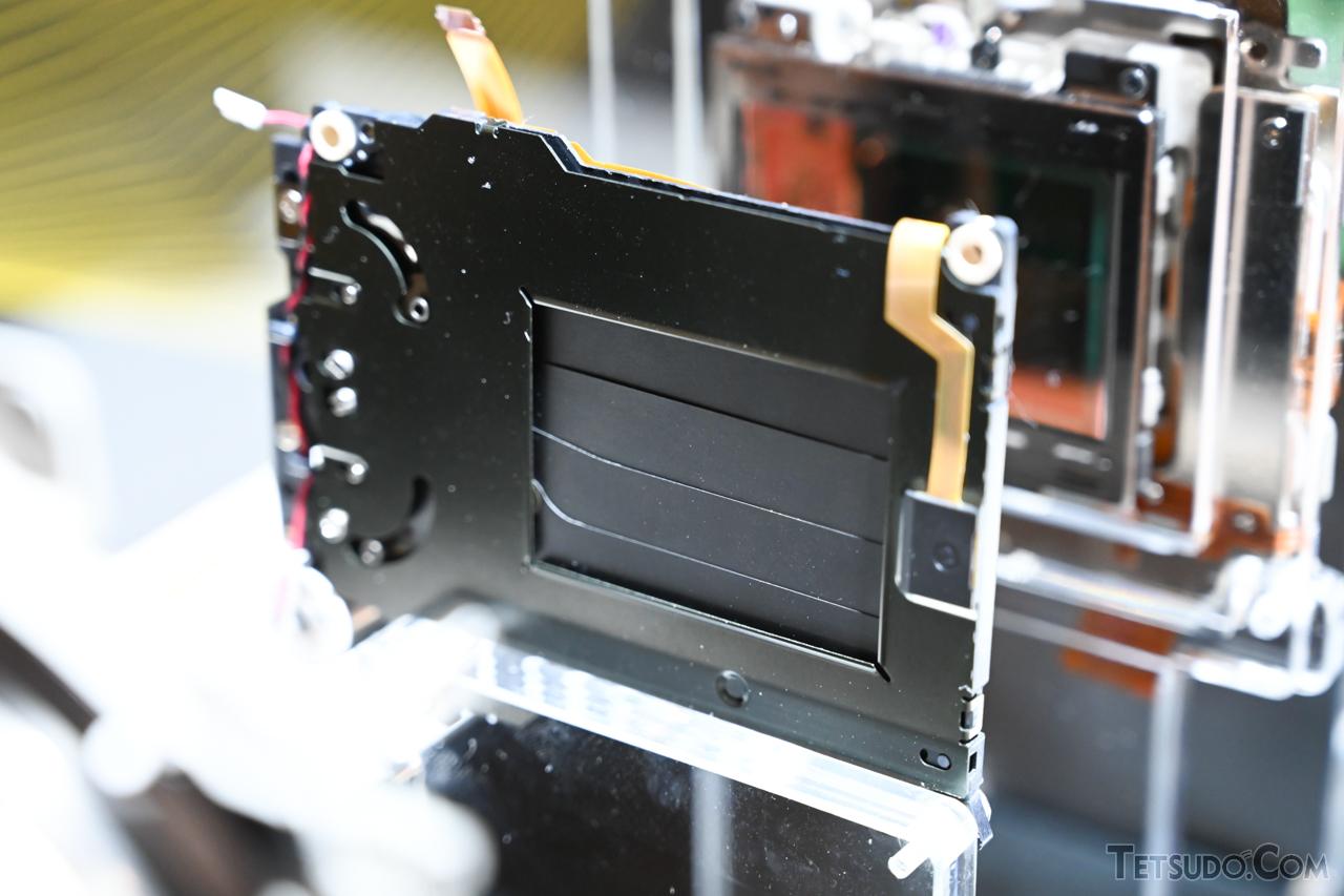 カメラ本体に組み込まれているシャッター機構