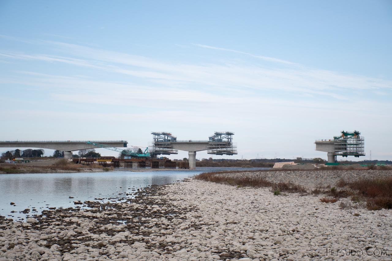 鬼怒川を渡る橋りょうの工事も進んでいます(2020年12月撮影)