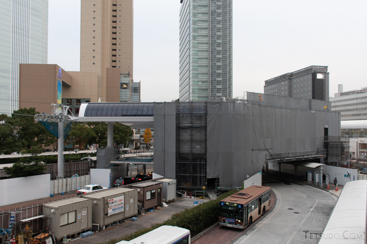 桜木町駅前に建設中の駅舎(2020年12月撮影)