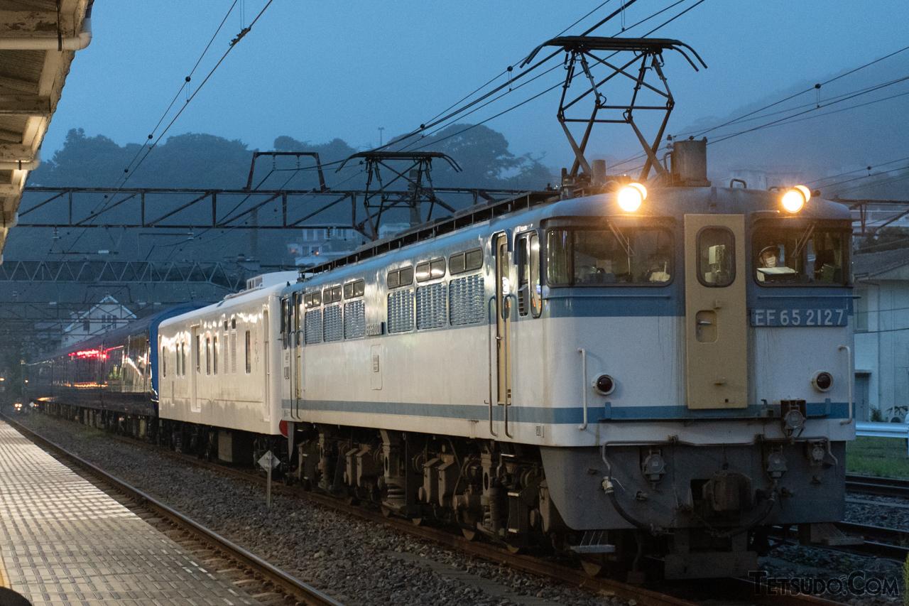 JR貨物のPF形。写真の車両は、2021年現在も唯一現存する「広島更新色」の2127号機