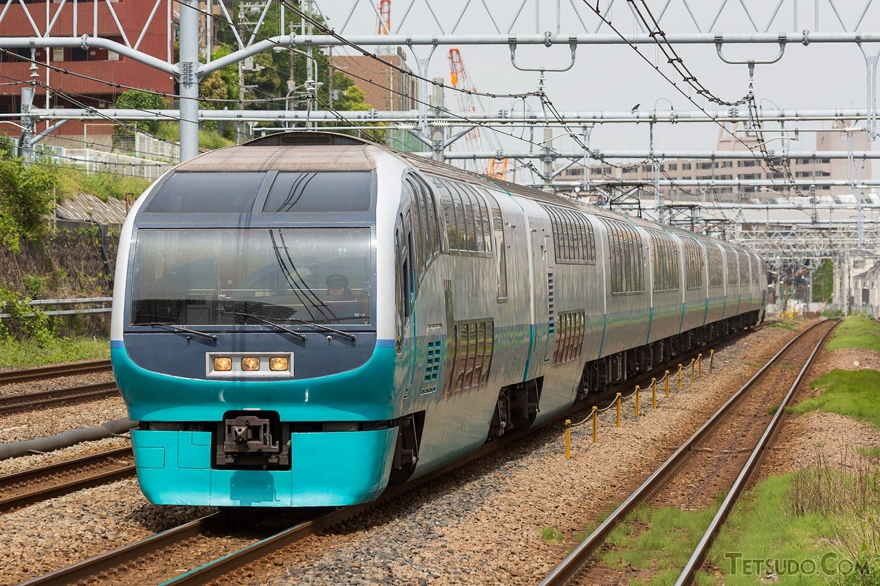 かつて「おはようライナー新宿」「ホームライナー小田原」にも使われた251系
