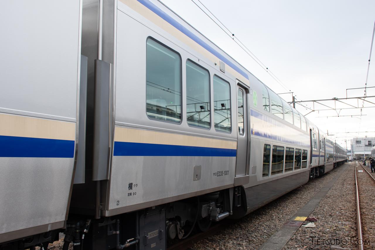 最新のE235系にも受け継がれている、普通列車の2階建てグリーン車