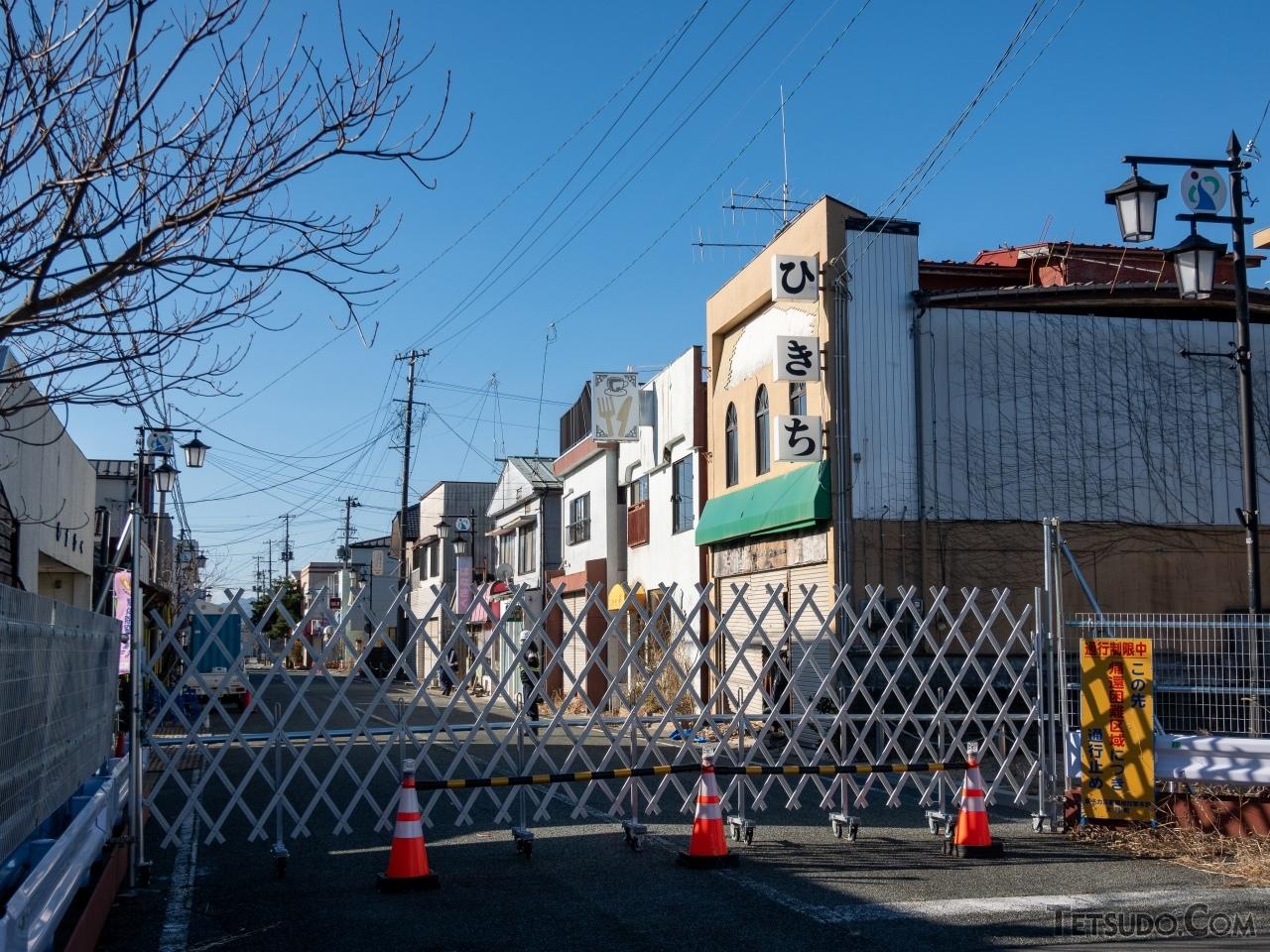 大野駅西口には昔ながらの商店街が賑わっていたが、いまだに自由に立ち入ることができない。一方で住民の帰還に向けた復興住宅の準備も着実に進んでいる