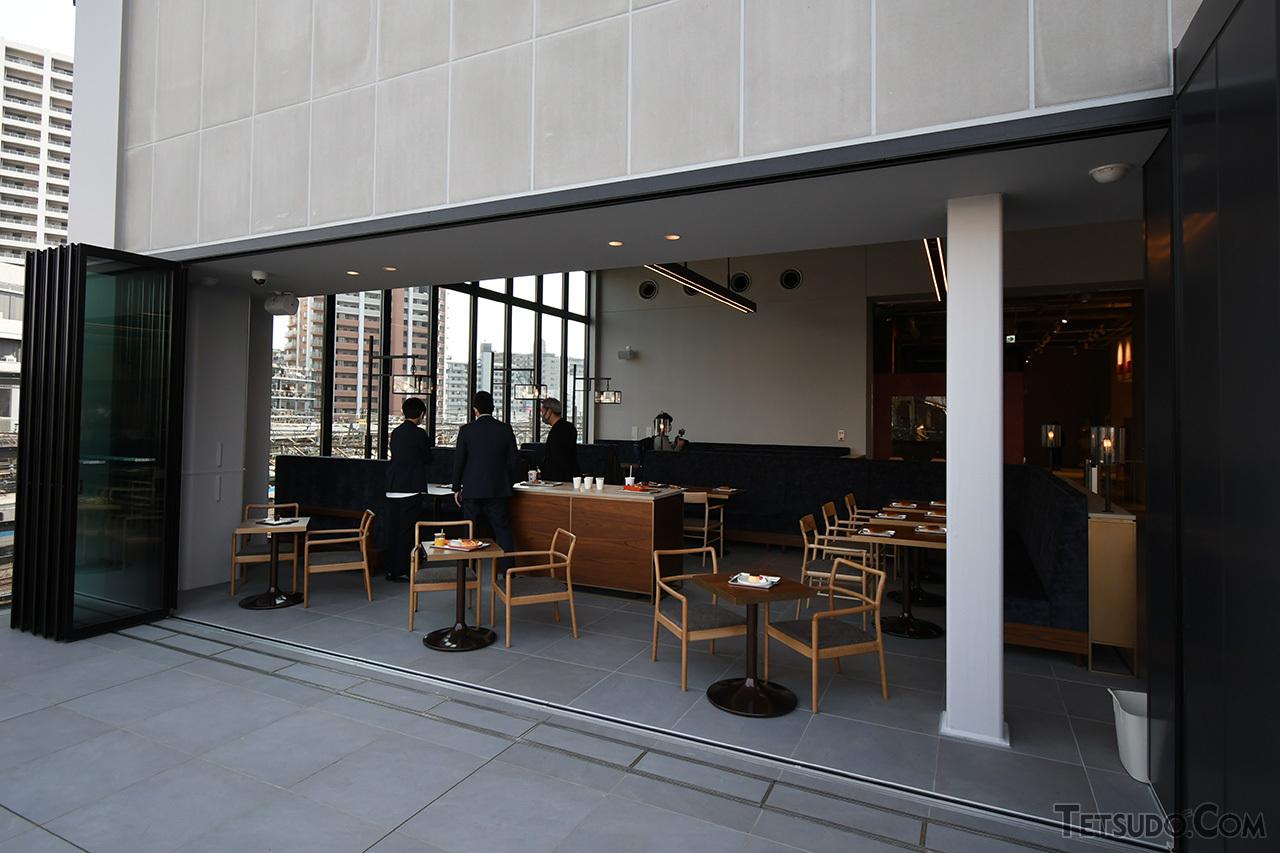 カフェ「ROMANCECAR MUSEUM CLUBHOUSE」。入館料不要で利用できます