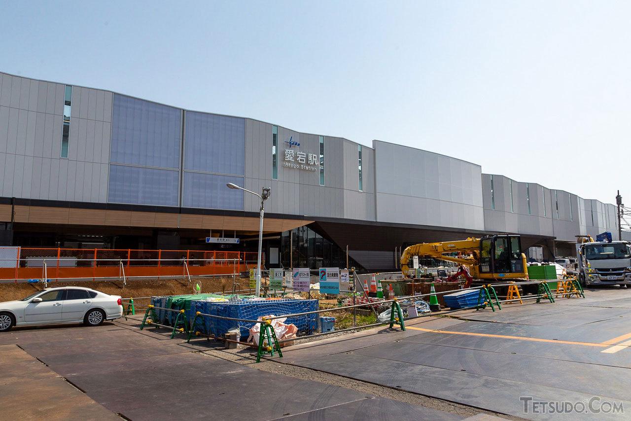 外観は船をイメージしたという愛宕駅新駅舎。駅前広場は今後野田市により整備されます