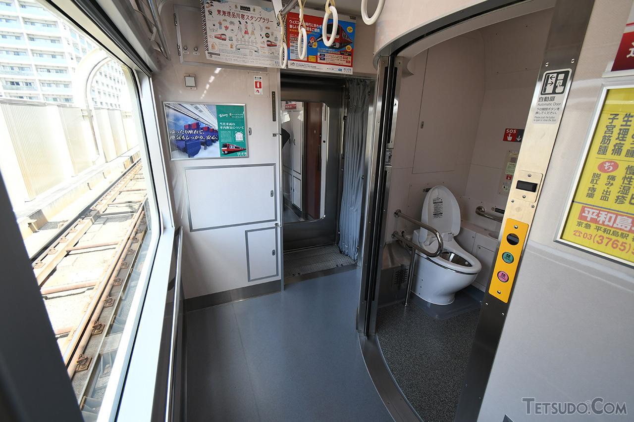 2号車のバリアフリー対応トイレ